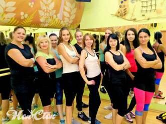 Фото девушек, занимающихся аэробика для начинающих Идеал в витебском фитнес клубе Нон-стоп