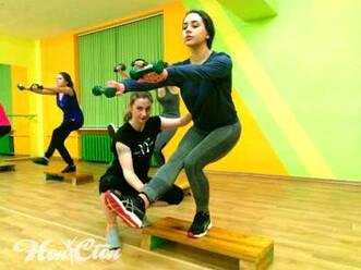 "Тренировка на степе входит в фитнес программу ""Супер 8"" фитнес клуба Нон-стоп в Витебске"