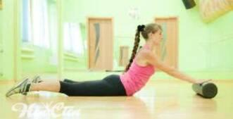 Фитнес тренировка для женщин для позвоночника с массажным роллом