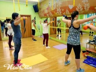 Аэробика для начинающих в Витебске в фитнес клубе Нон-стоп: занятие для тренировки рук