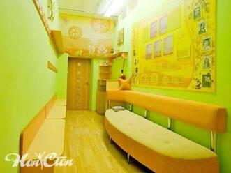 Летняя цветовая гамма фойе в витебском фитнес центре Нон-стоп на Московском проспекте