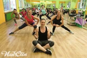 Силовая тренировка с тренером по фитнесу в витебском клубе Нон-стоп