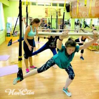 Круговая тренировка с бодибарами и петлями TRX в фитнес клубе Нон-стоп в Витебске