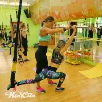 Петли TRX с бодибаром в круговой тренировке в витебском фитнес клубе Нон-стоп