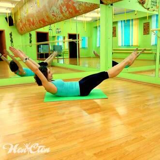 Фото девушек выполняющих упражнение уголок