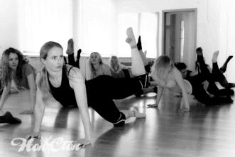 Сексуальные девушки занимаются стрип пластикой в школе танцев для взрослых  Нон-стоп в Витебске