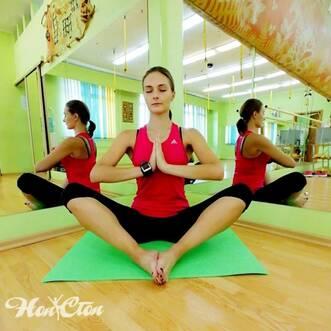 Инструктор по йоге витебского фитнес клуба Нон-стоп Маркова Настя