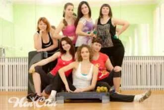 Тренировки в зале для женщин со степом в витебском фитнес клубе Нон стоп