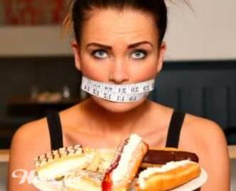 Фото девушки которая хочет съесть сладкий торт