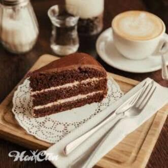 Постоянно хочется сладкого шоколадного торта на тарелке