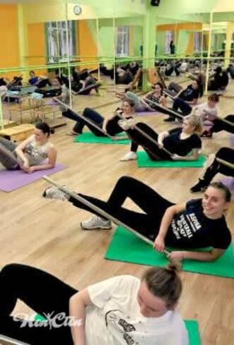 """Программа тренировок """"Супер 8"""" в витебском фитнес клубе Нон-стоп обязательно включает работу с бодибаром"""