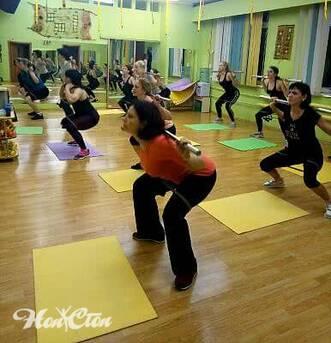 Упражнения с бодибарами входят в силовую программу тренировок в витебском фитнес клубе Нон-стоп