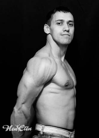 Сергей Рачицкий - тренер по силовым программам для женщин витебского фитнес клуба Нон-стоп