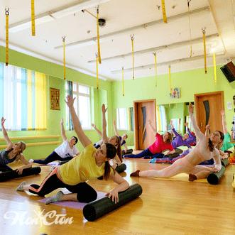 Групповая тренировка по системе пилатес в витебском фитнес клубе Нон-стоп