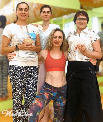 Мама и дочка преобрели абонементы в фитнес клуб Нон-стоп в Витебске со скидкой для дочки