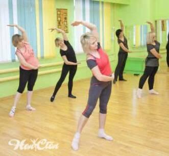 Тренировки для начинающих женщин - групповое занятие в зале