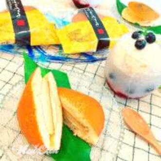 Фото сэндвича с начинкой и стакана йогурта в качестве питания перед тренировкой