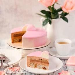 хочется сладкого тортика, красивого розового цвета