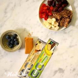фото протеиновых батончиков и фруктов