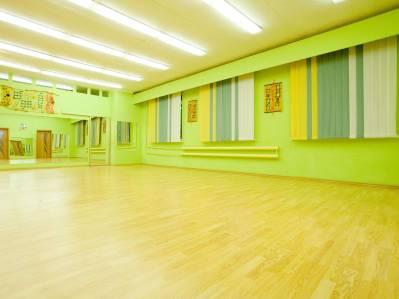 Светлый зал для тренировок фитнес центра Нон-стоп на Московском проспекте в Витебске