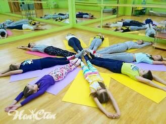 Тренировка детского фитнеса в Витебске в клубе Нон-стоп