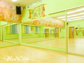 Зеркальные стены в зале для тренировок фитнес центра Нон-стоп в Витебске