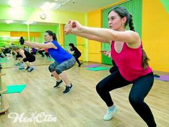 Групповое занятие по фитнес программе Супер 8 в витебском фитнес клубе Нон-стоп