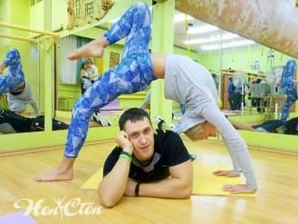 Инструкторы клуба Нон-стоп в Витебске делают интересный элемент для фото в клубе Нон-стоп в Витебске