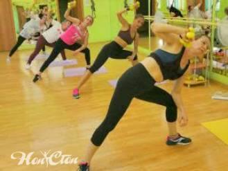 Фото группы девушек на силовой тренировке в фитнес клубе Нон-стоп в Витебске