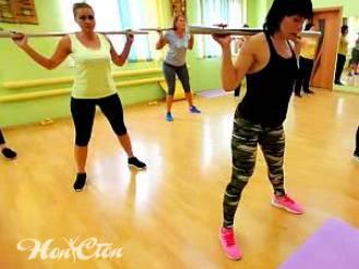 Фото девушек на силовой тренировке с бодибаром в фитнес клубе Нон-стоп, Витебск