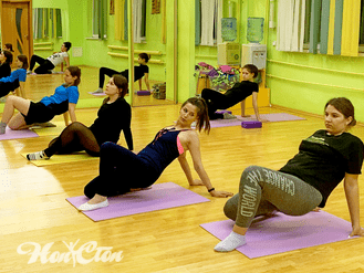 Фото с тренировки по стретчингу с Илоной Акола в витебском фитнес клубе Нон-стоп