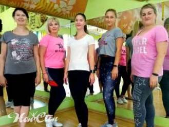 Фото девушек на занятии по зумбе в Витебске в фитнес клубе Нон-стоп